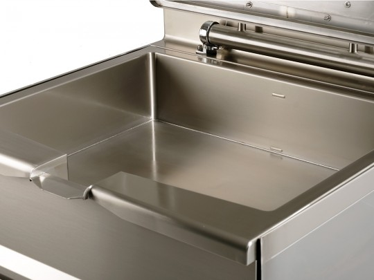 Accessories for tilting bratt pans